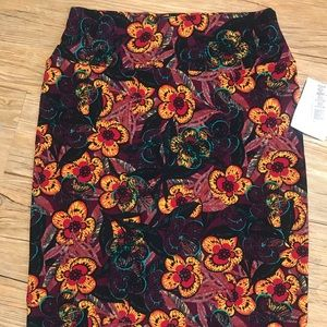 LuLaRoe Skirts - Lularoe Sz S Cassie skirt NWT